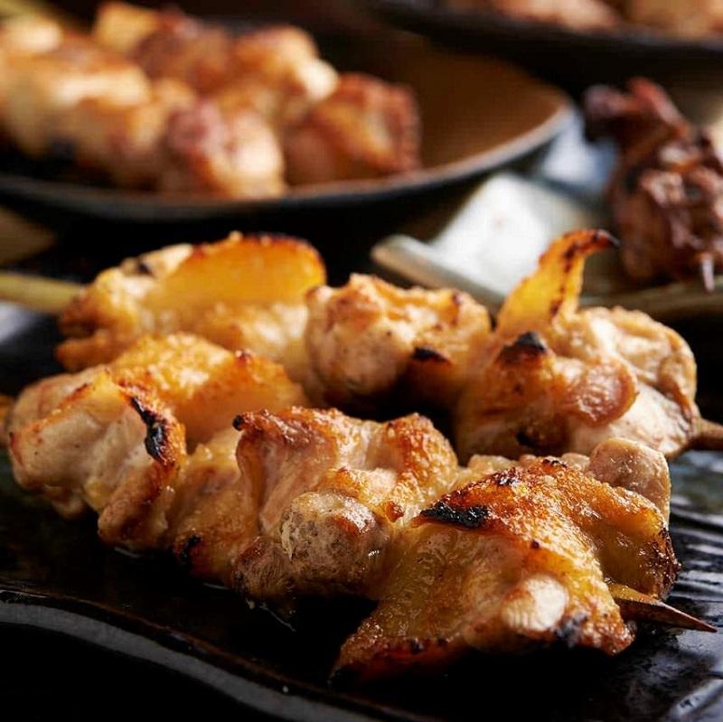 焼き鳥をはじめ人気の鶏料理が食べ放題で楽しめる志木の居酒屋「とりいちず」